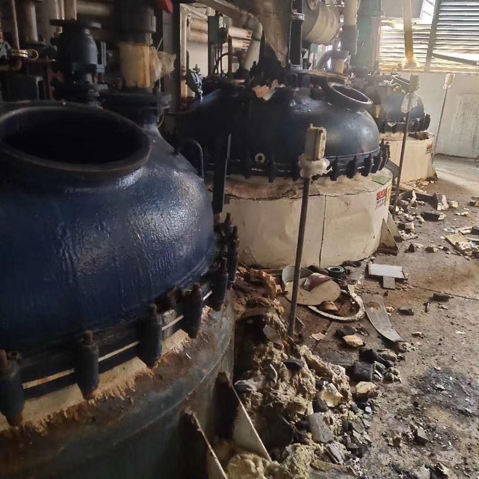 大量出售化工厂二手搪瓷反应釜