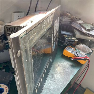 原厂配件更换龙门铣西门子840D面板操作按钮坏修复